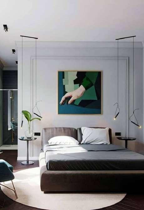 58. Decoração bem moderna para quarto com pendentes minimalistas, cama japonesa e moldura de parede – Foto: Pinterest