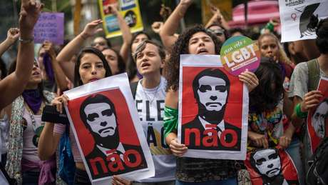 Protestos da campanha #EleNão refletem alta rejeição de Bolsonaro entre mulheres, que são maioria dos eleitores