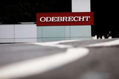 Logo da Odebrecht em frente à sede da empresa em São Paulo