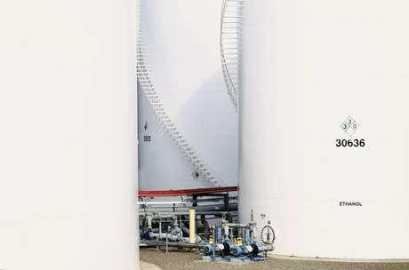 Tanques de armazenamento de etanol 07/01/2015 REUTERS/Mike Blake
