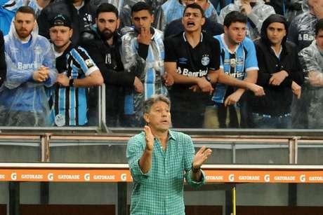 """Renato Gaúcho não espera jogo fácil contra o River Plate, pela semifinal da Copa Libertadores; contra o experiente rival, o treinador gremista projeta uma """"briga de cachorro grande"""""""