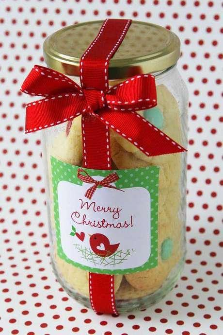 2- Reaproveite vidros para criar uma lembrancinha de natal