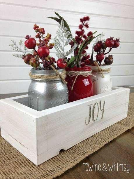3- Você pode fazer uma lembrancinha de natal reaproveitando enfeites antigos