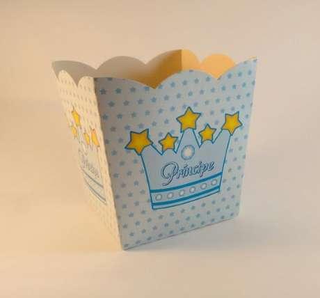 48. Cachepot azul com estampa de estrelinhas e coroa. Foto de Mercado Livre