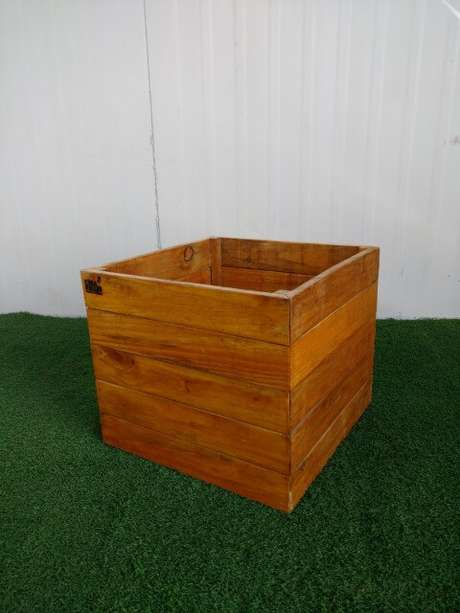 17. Cachepot de madeira similar a caixote. Foto de Casa com Pallet