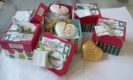 55- Caixinha de sabonete personalizada para a festa natalina. Fonte: Artesanato e Reciclagem