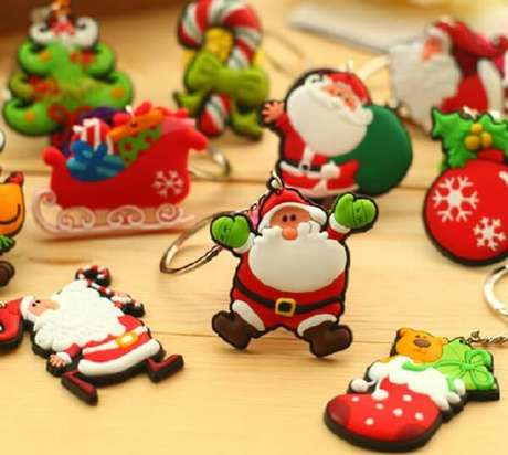 57- O chaveiro em biscuit é uma ótima lembrancinha de natal. Fonte: Como fazer em casa