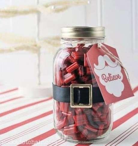 19- Alcaçuz é um doce com a cor do natal e é uma ótima opção de presente