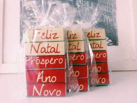 27- Aproveite os presentes para mostrar seu carinho para os convidados no natal