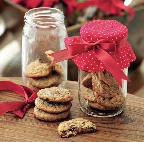68- Lembrancinha de natal com potinhos de cookies. Fonte: Pinterest