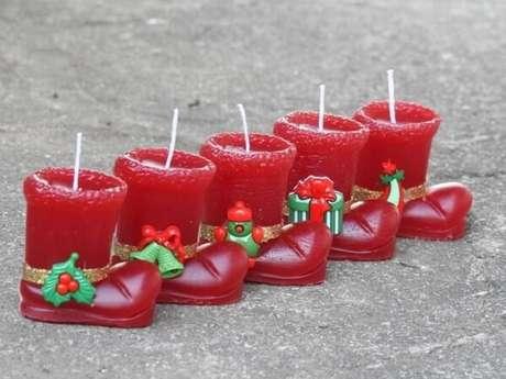 69- Vela com formato de botinha vermelha é uma excelente ideia de lembrancinha de natal. Fonte: Viver com Criatividade