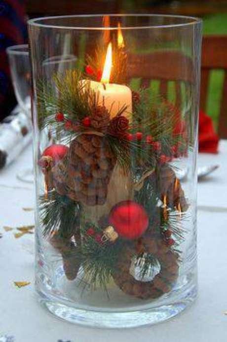 43- Uma vela decorada é uma ótima opção de mimo de natal