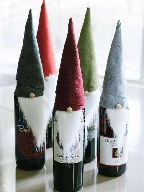 45- Que tal dar um vinho decorado como lembrancinha de natal?