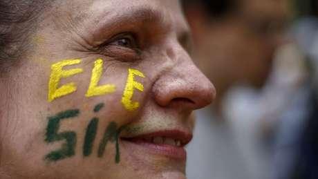 Apesar dos protestos liderados por mulheres, Jair Bolsonaro (PSL) cresceu entre o público feminino em pesquisas de intenção de votos