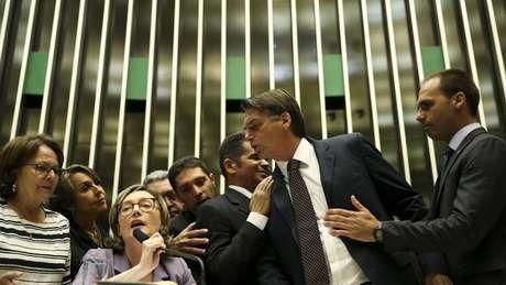 Jair Bolsonaro já deu declarações agressivas sobre mulheres. O deputado foi condenado a pagar R$ 10 mil a Maria do Rosário por dizer que ela não merecia ser estuprada por ser 'muito feia'