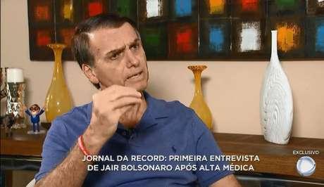 O candidato à Presidência do PSL, Jair Bolsonaro, em entrevista à Record