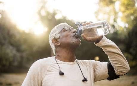 Hidrate-se: a importância de beber água para ter um corpo saudável