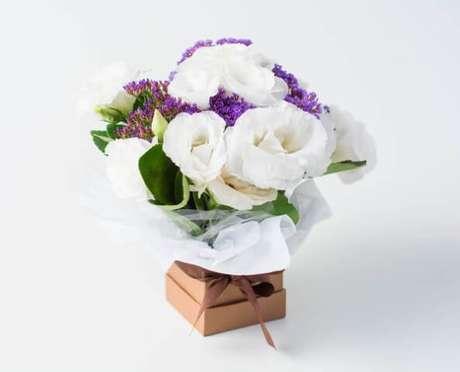22. Arranjo de flores de campo em caixa. Foto de Isabela Flores
