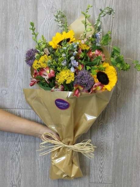 43. Buquê de flores do campo com girassóis e outras flores. Foto de Twin Brook Floral Design