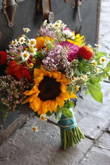 8. O buquê de flores do campo diversas fica sempre maravilhoso. Foto de Quickcalcs
