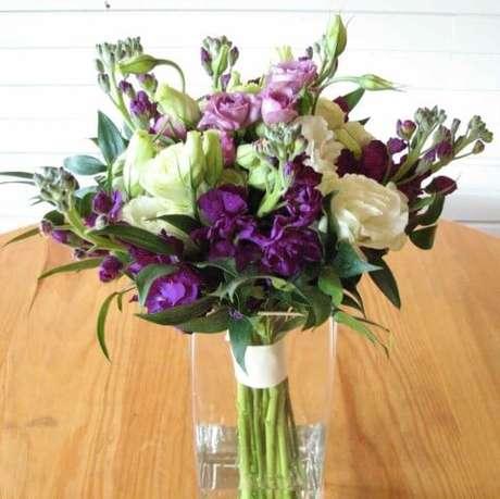 50. Buquê de flores do campo em tons de roxo. Foto de Wedding Maxx