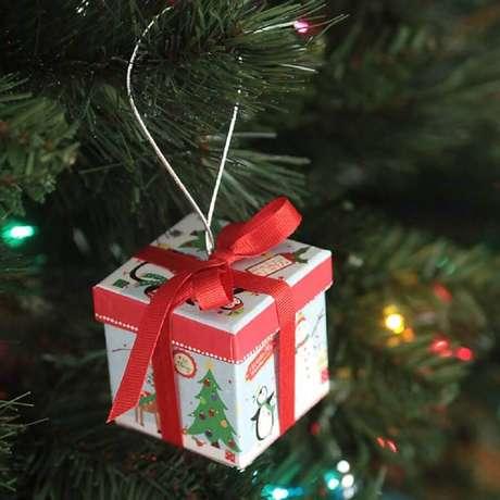 16. Há muitos modelos de enfeites de árvore de natal que você pode utilizar para decorar a sua – Foto: Clean and Scentsible