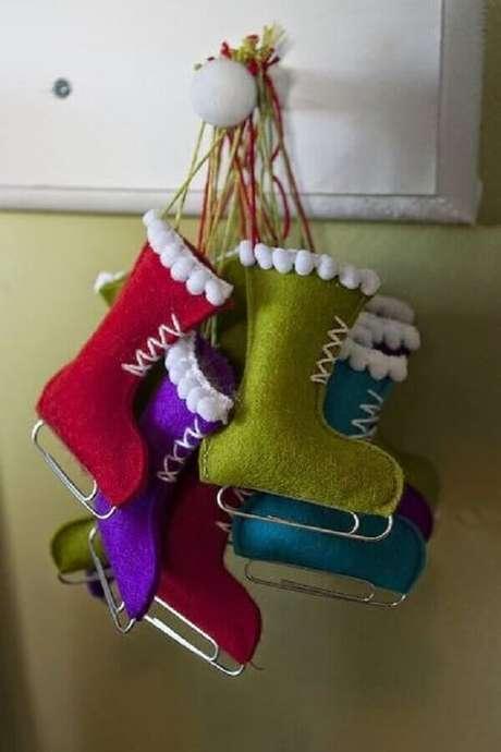 42. Decoração simples com enfeites de natal – Foto: Pinterest