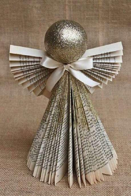 11. Que tal usar aquela revista antiga para fazer anjinhos ou mesmo uma árvore de natal? – Foto: Pinterest