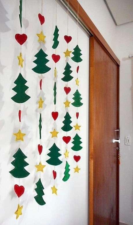 14. Os móbiles são ótimos enfeites de natal artesanato para colocar na parede – Foto: The Holk