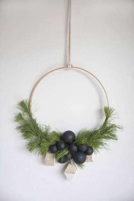 60. Linda guirlanda para decoração minimalista nesse natal – Foto: Futurist Architecture