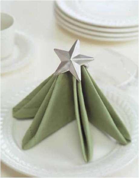 8. Guardanapo dobrado em forma de árvore, encantará todos seus convidados – Foto: Pinterest