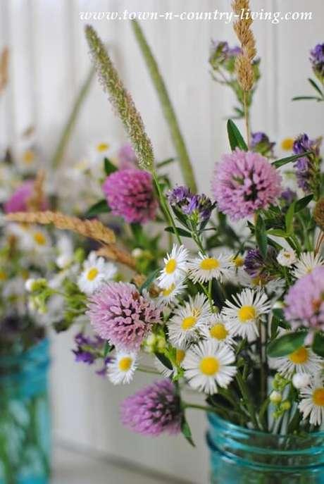 6. As flores de campo são ótimos presentes, ótimas formas de presentear as pessoas. Foto de Town n Country Living