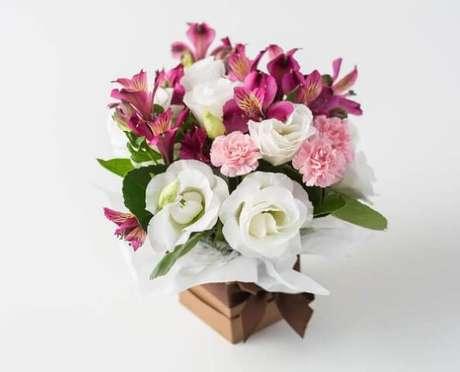 23. Flores do campo cor de rosa em caixa. Foto de Isabela Flores