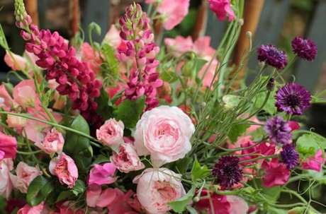 27. Flores do campo em rons de rosa. Foto de Love 'n Fresh Flowers