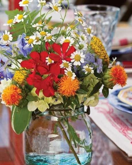 38. Flores do campo laranjas e vermelhas. Foto de Southern Lady Magazine