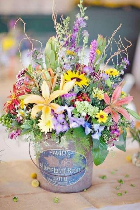 7. A combinação de muitos tipos de flores do campo dá um ótimo arranjo. Foto de Pinterest