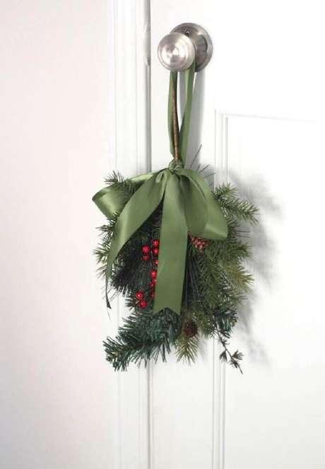 76. Modelos de enfeites de natal para porta – Foto: Pinterest