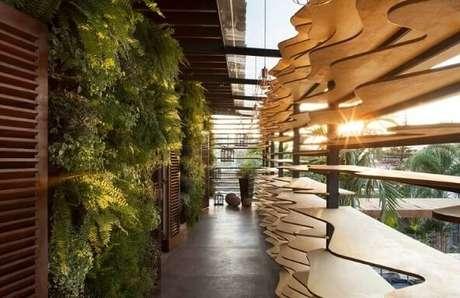 22. Corredor externo com jardim vertical. Projeto de Casa Cor Franca 17