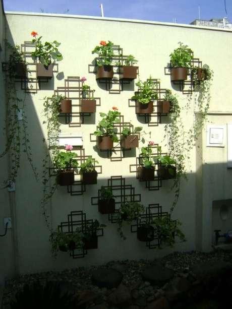 55. Jardim vertical em estruturas geométricas. Projeto de MC3 Arquitetura