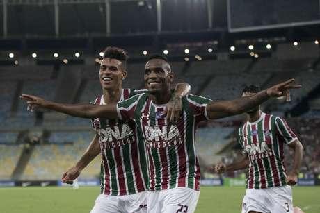 O jogador Digão do Fluminense, comemora o gol durante partida contra a equipe do Deportivo Cuenca