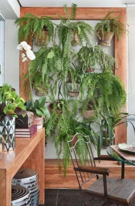 13. Plantas com vasos de cerâmica na parede. Projeto de Tetriz Arquitetura