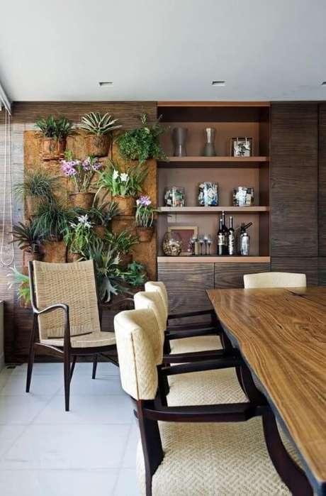 15. Varanda com jardim vertical em painel de fibra de coco. Projeto de Eduarda Correa