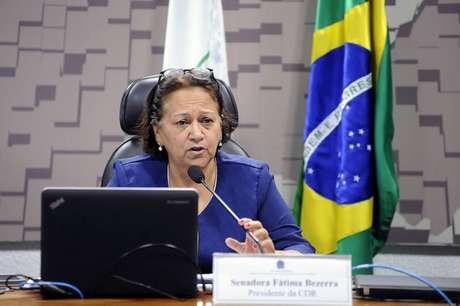 A senadora Fátima Bezerra (PT-RN) tem 45% das intenções de votos válidos ao governo do Rio Grande do Norte, segundo pesquisa Ibope