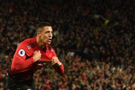 Sanchéz marcou no fim e deu a vitória ao United (Foto: OLI SCARFF / AFP)