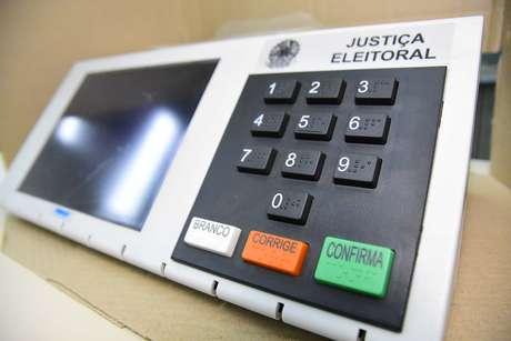 Chegada das urnas eletrôncas na Faculdade Anhanguera no Campo Limpo em São Paulo (SP), neste sábado (06)