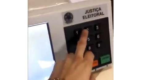 'Fraude' em urna é imagem falsa, afirma TSE, que fez vídeo para rebater imagens