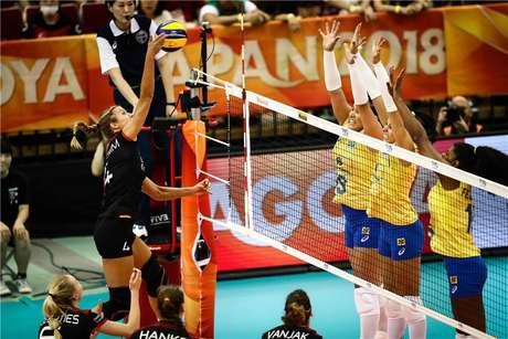 Seleção feminina não foi bem diante da Alemanha no Mundial de Vôlei.