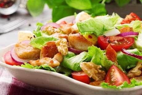 Coma a salada antes de tudo