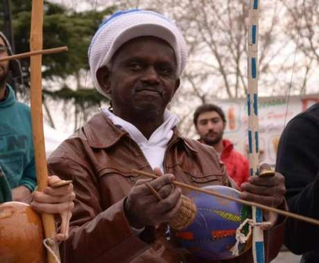 Mestre Moa do Katendê foi assassinado a facadas em um bar de Salvador, após manifestar apoio a Fernando Haddad (PT)