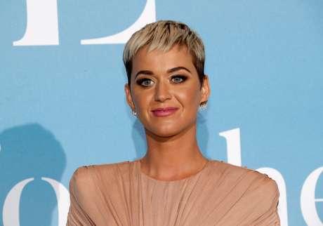 Katy Perry no red carpet do baile de gala Monte-Carlo Gala do Global Ocean em Mônaco
